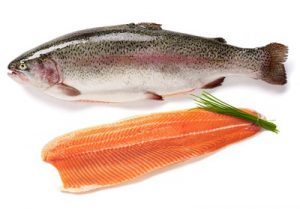 فروش ماهی قزل آلا در بازار